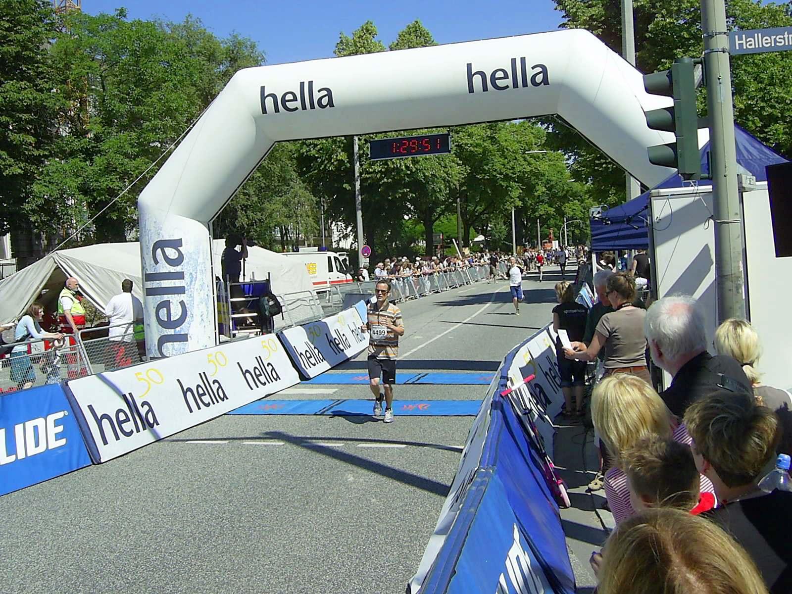 16. hella Halbmarathon 2010: Zieleinlauf Florian MECK, 115.